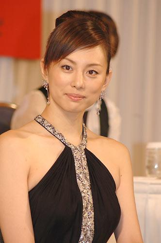 アップの米倉涼子
